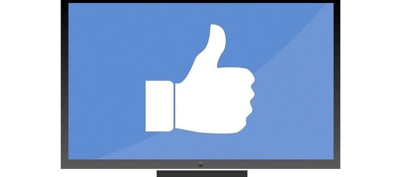 Pouce Facebook blanc sur ecran bleu