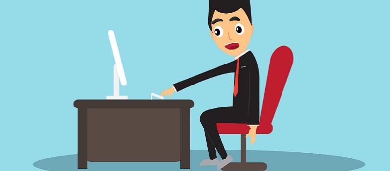 mauvaise posture au bureau devant l'ordinateur